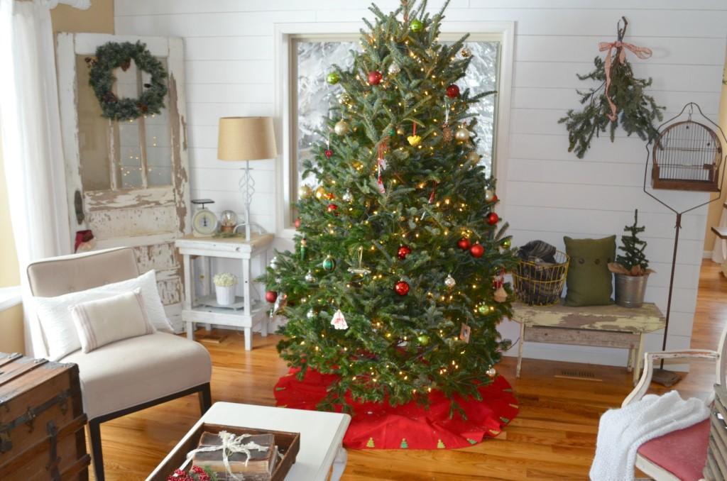 Little Vintage Nest Christmas Tree