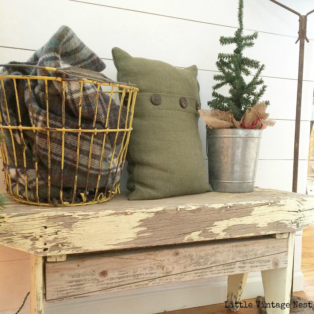 Little Vintage Nest Christmas Bench