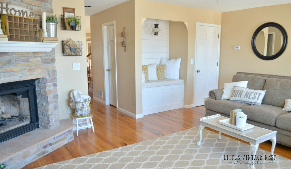 Reading Nook and Planked Walls in Living Room