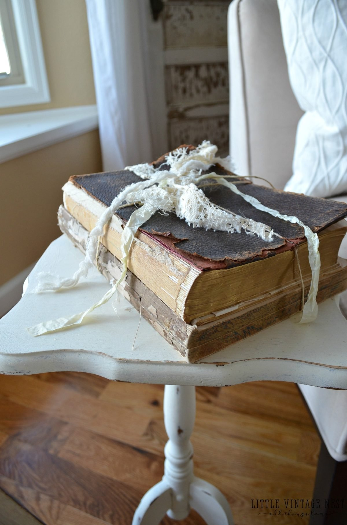 Decorating with Vintage Decor::Old Books