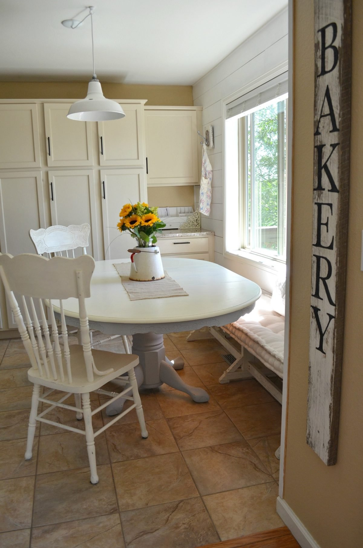DIY Chalk Painted Farmhouse Style Table