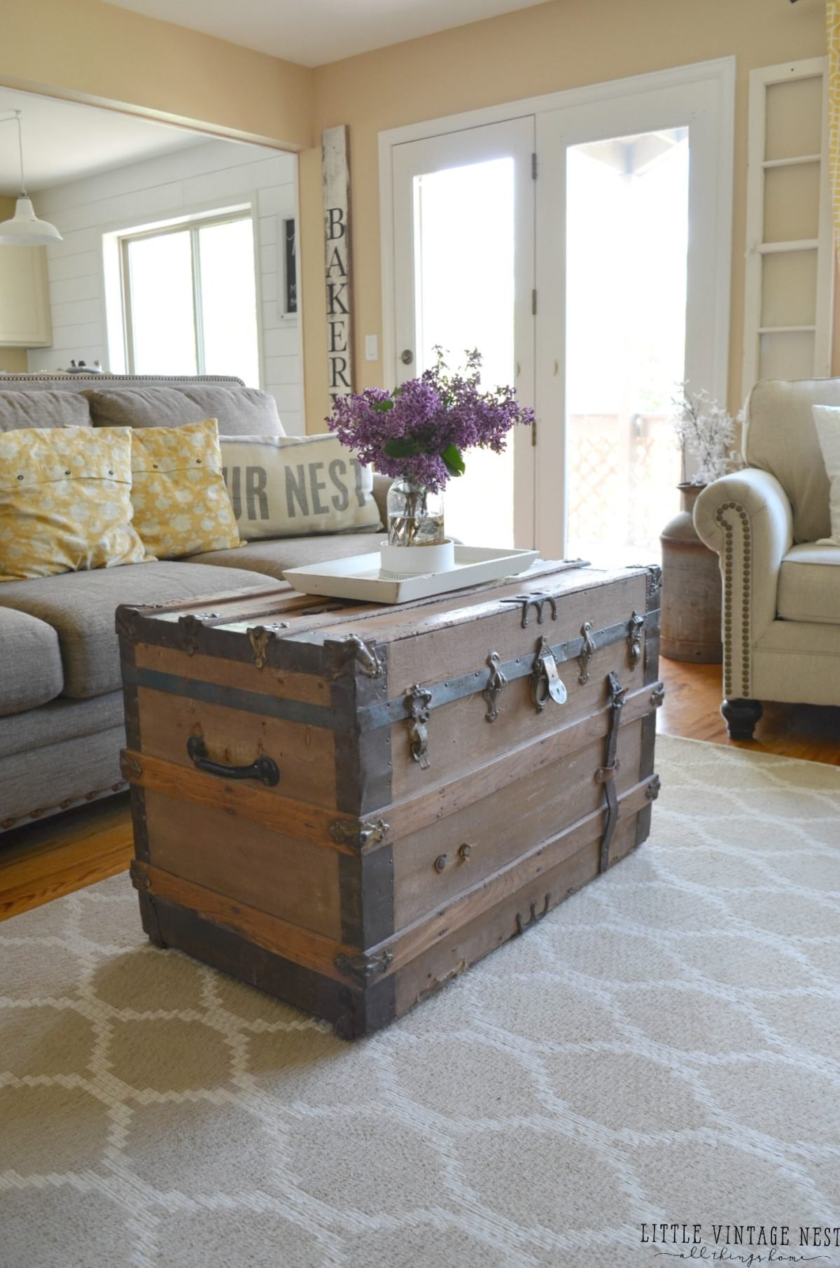 Farmhouse Living Room Summer Refresh Old Trunk