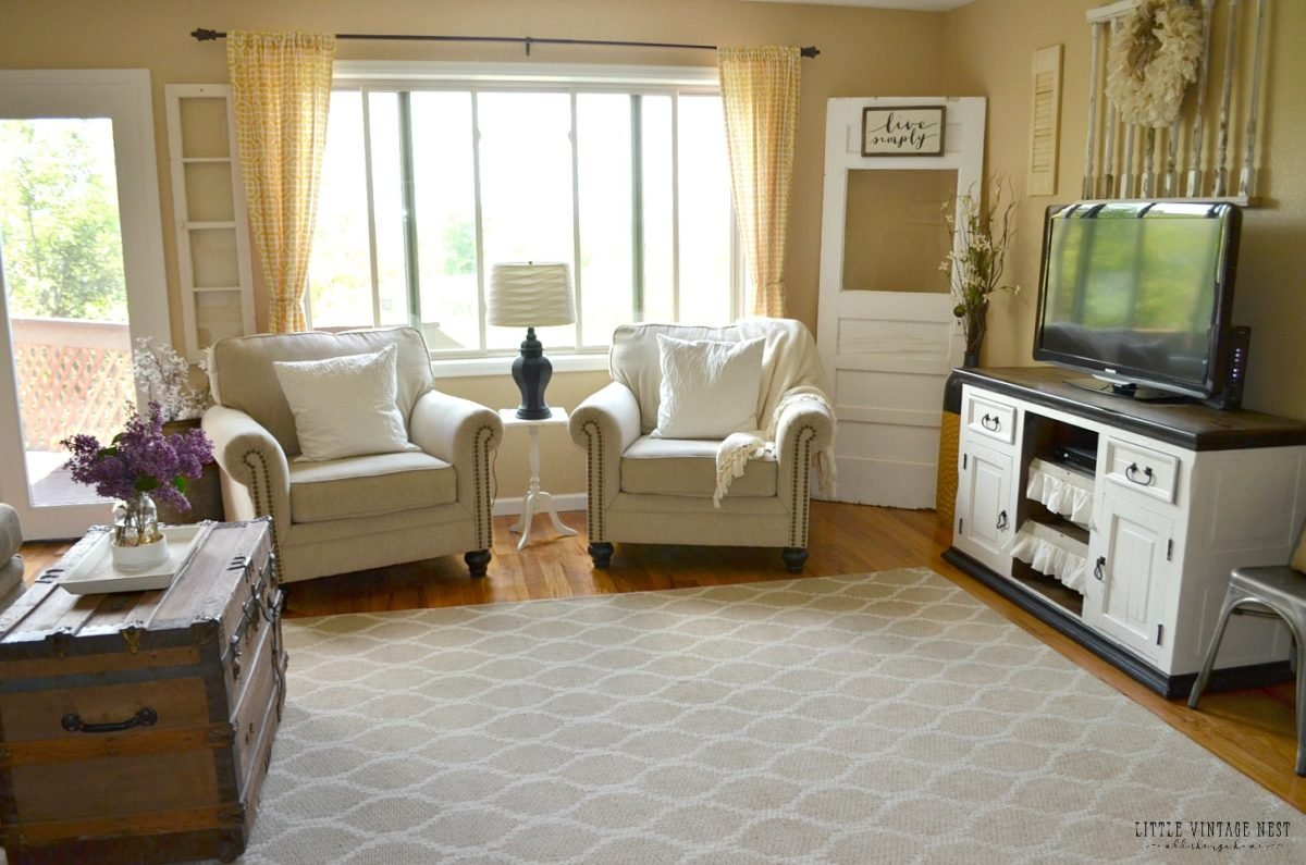 Farmhouse Living Room Summer Refresh