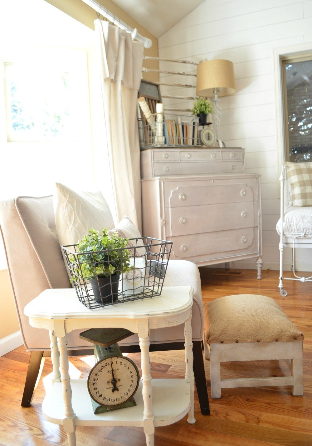 Farmhouse Decor and Vintage Scale