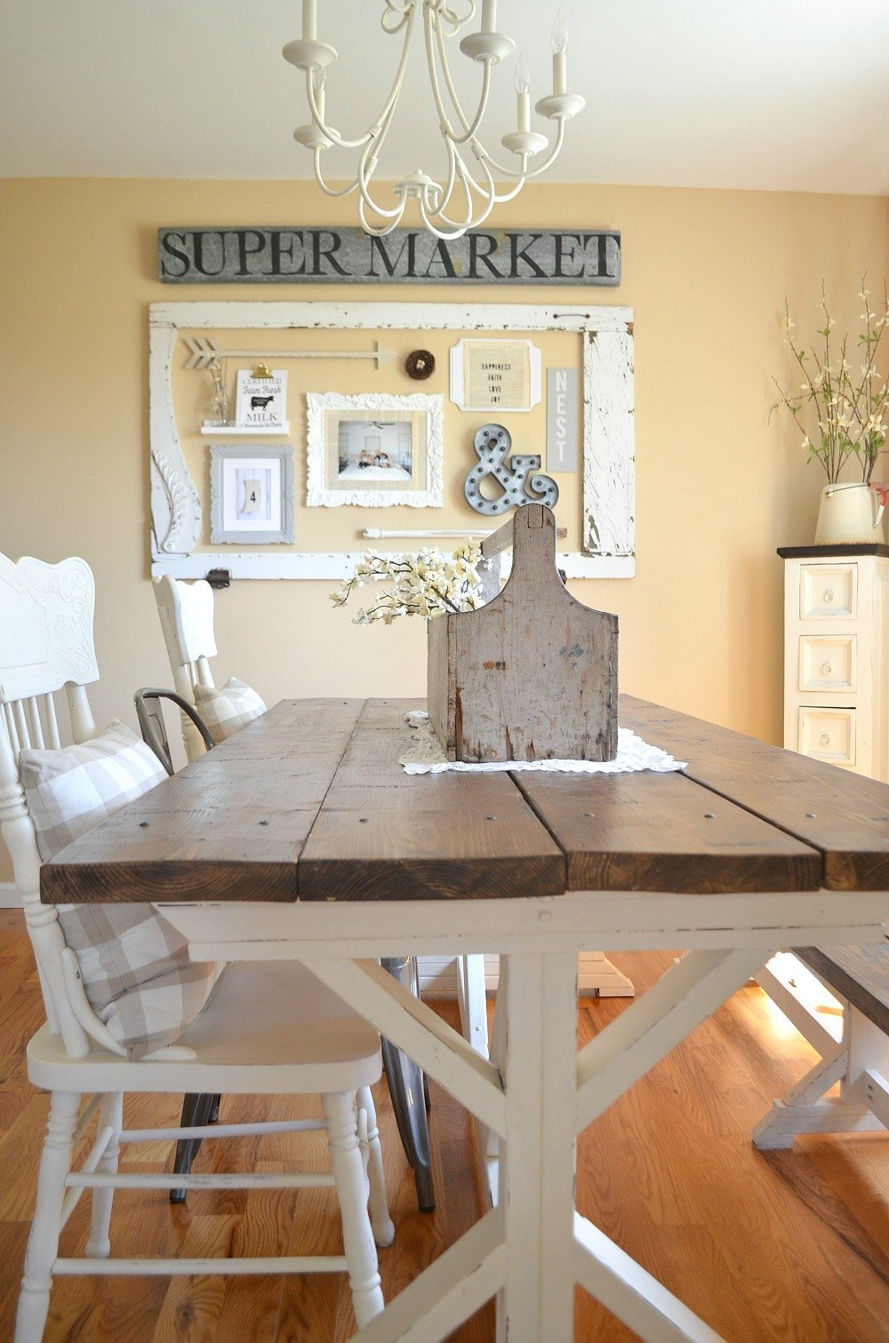 Farmhouse Style Dining Room Gallery Wall