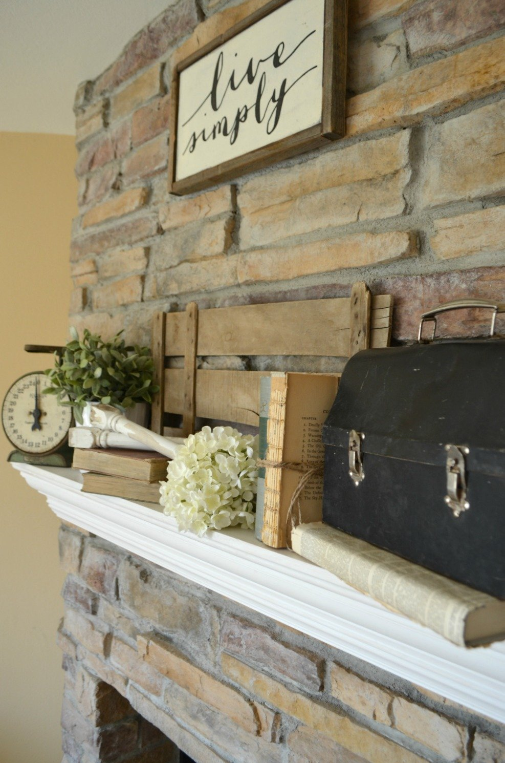 Tips for Decorating the Mantel--Farmhouse Decor
