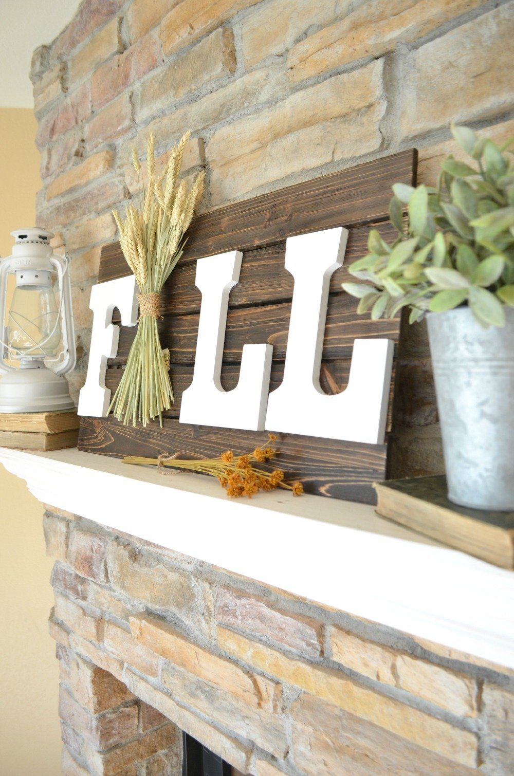 Easy and Fast Farmhouse Style DIY Fall Sign