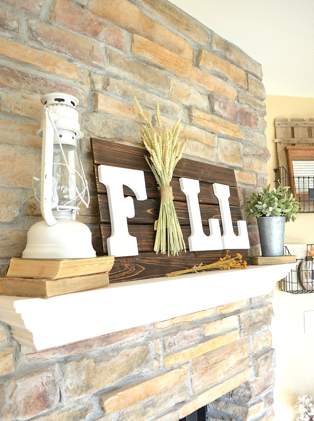 Easy and Fast Farmhouse Style Fall DIY Sign