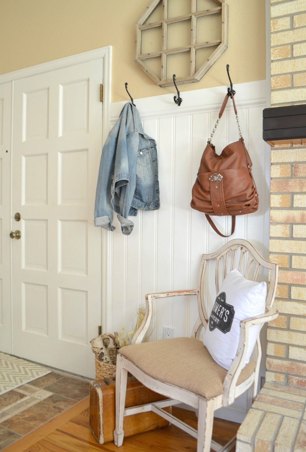 Farmhouse Style Front Entryway Makeover