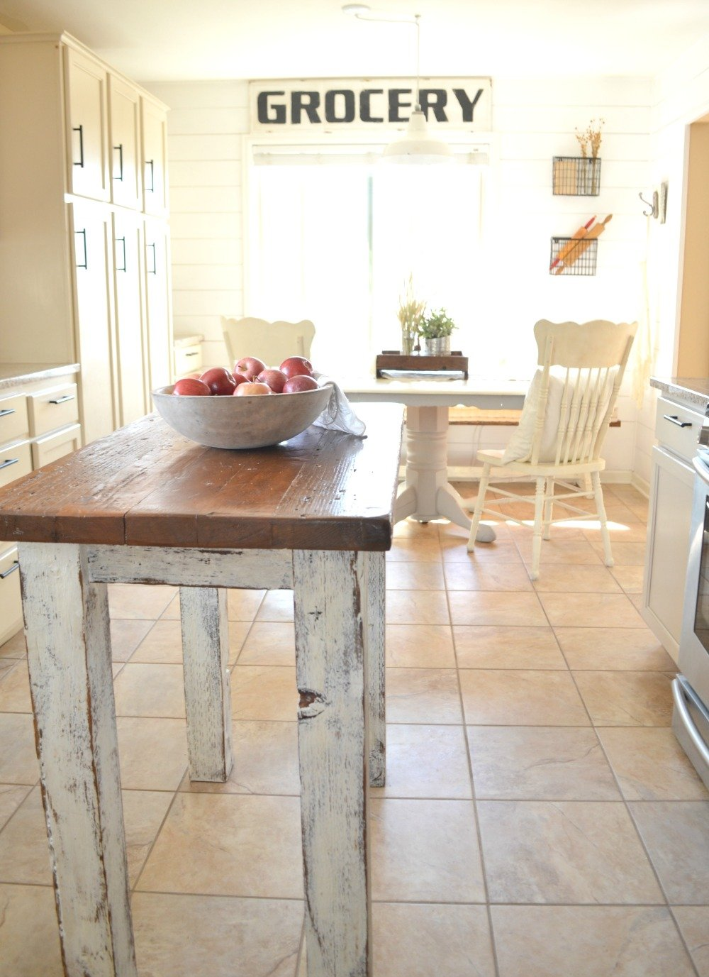Farmhouse Kitchen and Breakfast Nook