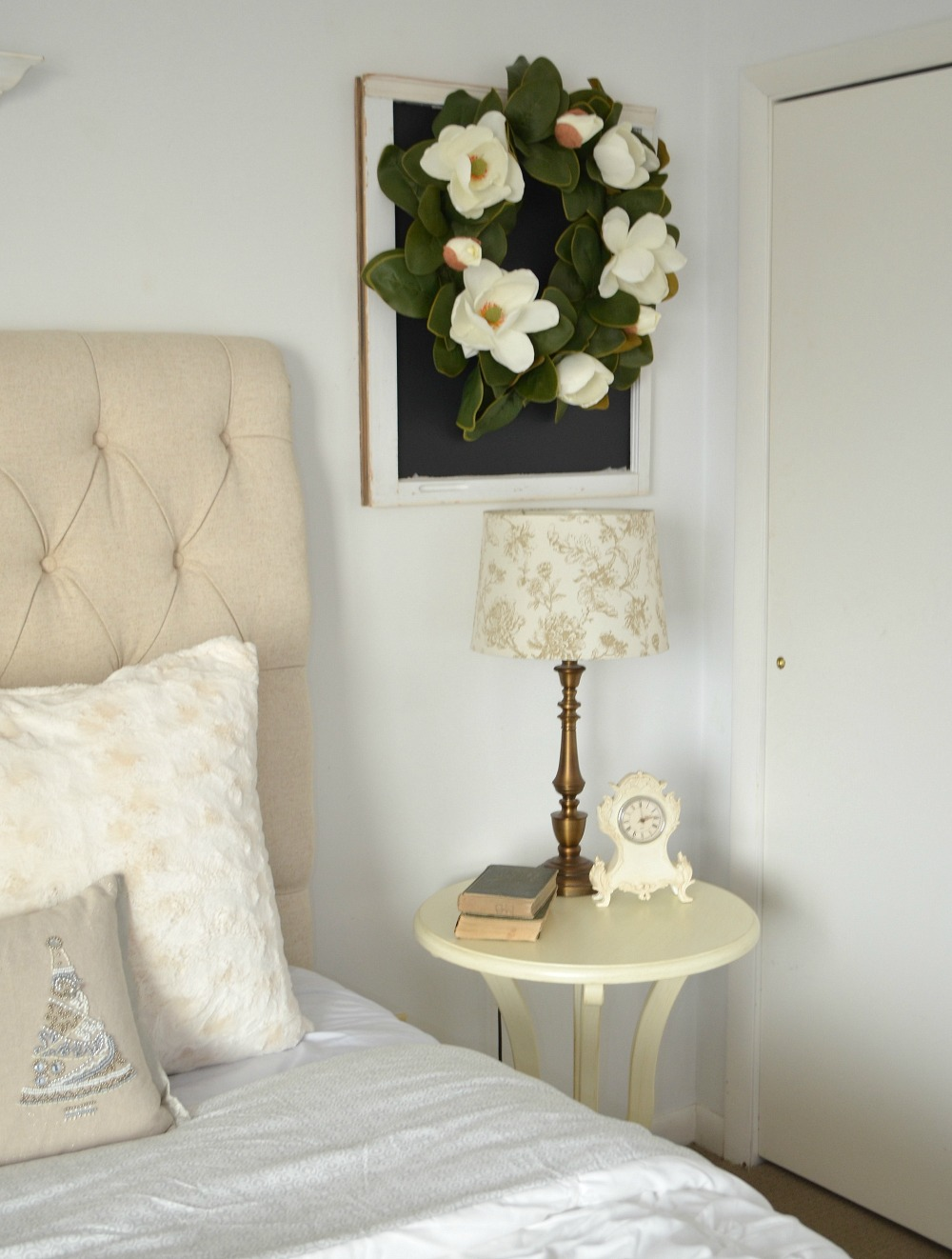 Cozy Guest Bedroom Refresh. Farmhouse style bedroom decor. Cozy bedroom decor.