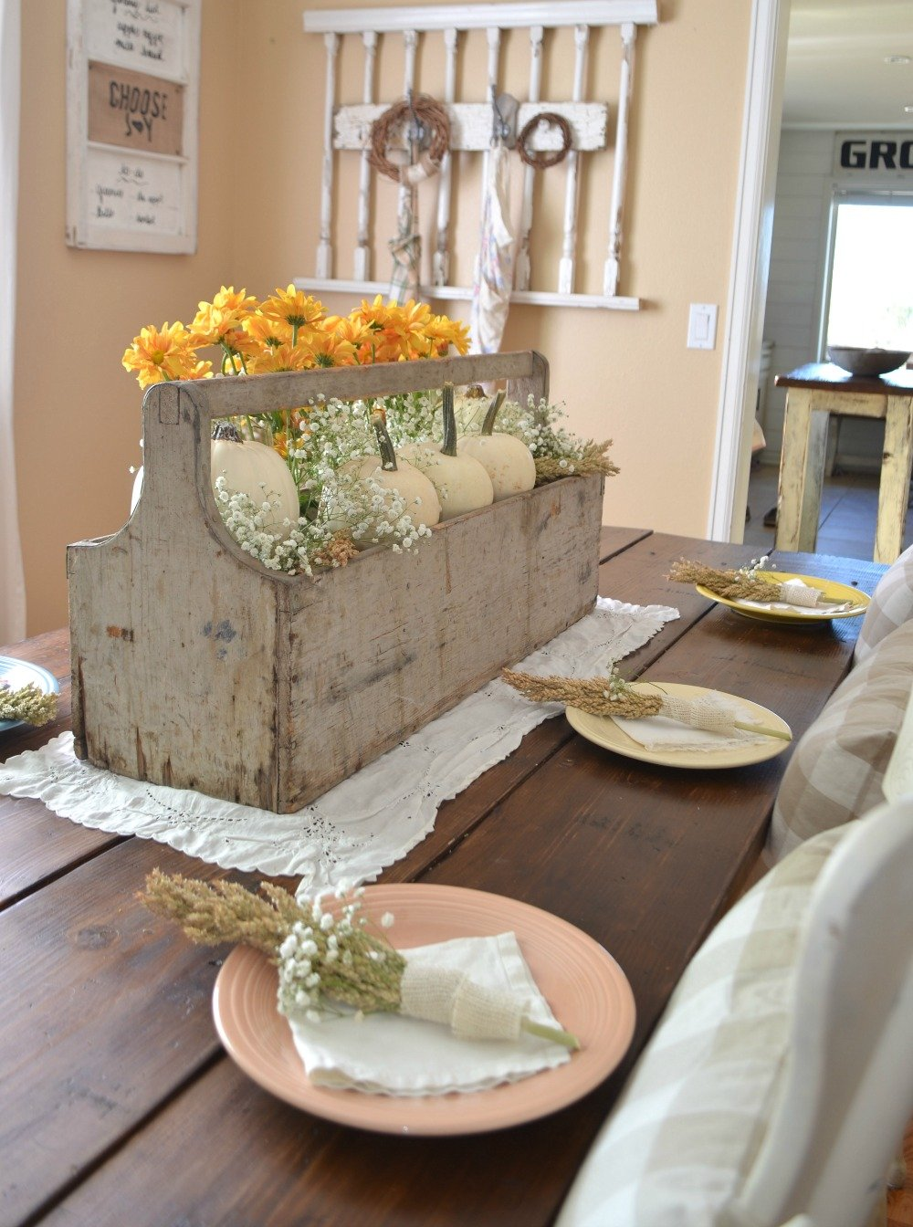 Vintage Thanksgiving Centerpiece. Farmhouse Thanksgiving Tablescape.