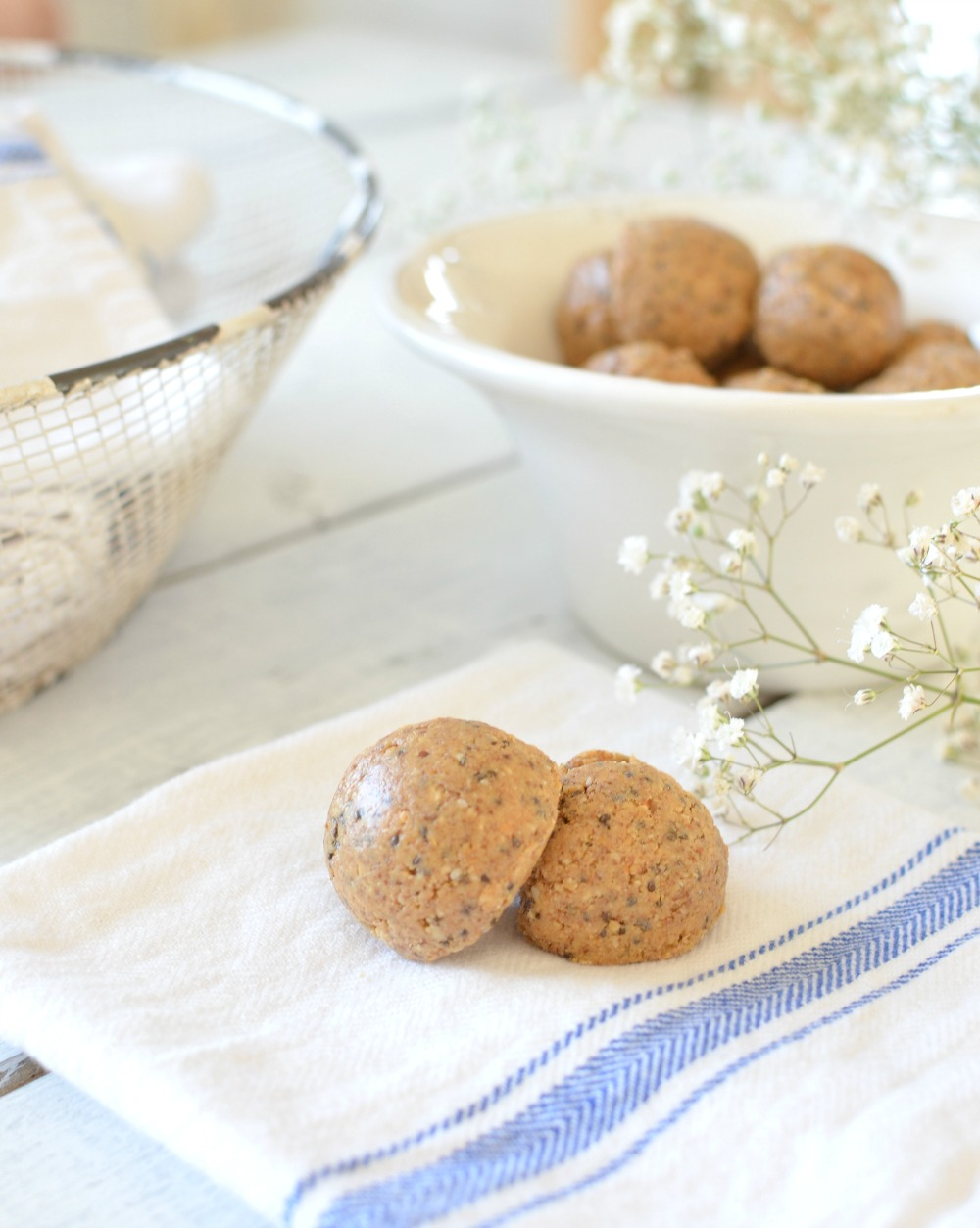 Chia Seed and honey no bake protein balls. These easy and quick protein balls are loaded are loaded with fiber, protein and Omega-3 fatty acids.