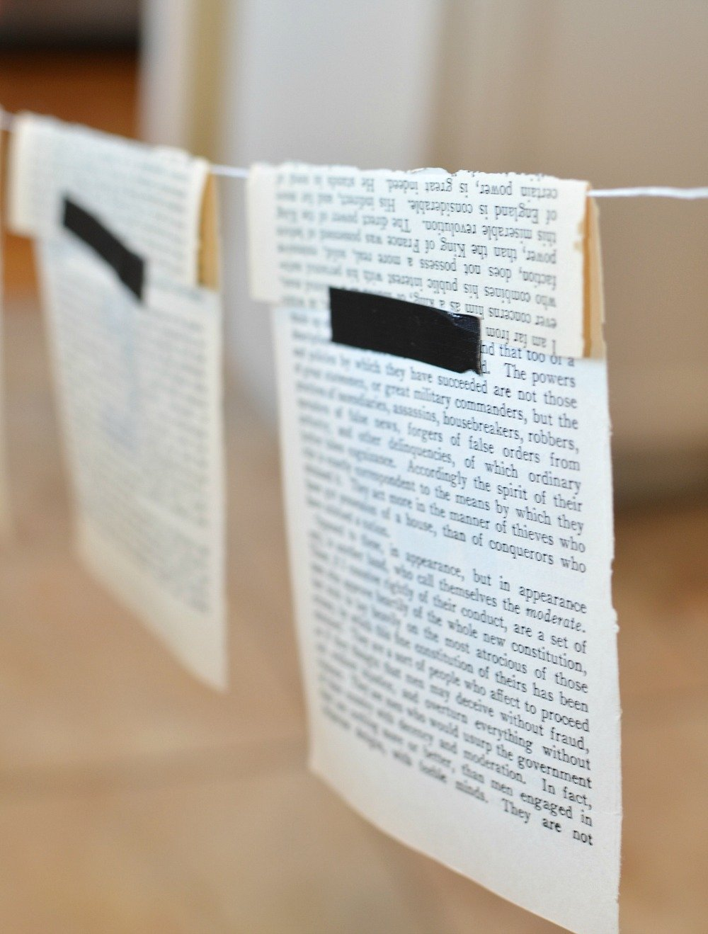 Vintage Book Page Christmas Banner. Easy DIY Christmas banner with old book pages.