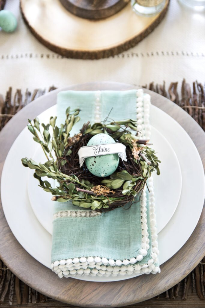 Farmhouse Style Easter Decor Ideas. Great Easter table setting.