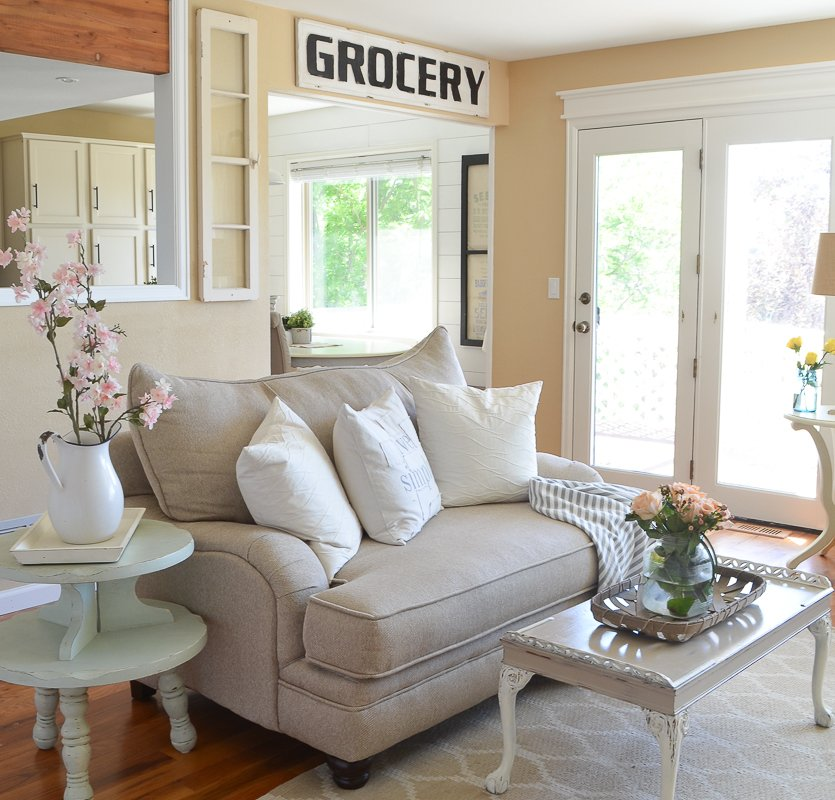Farmhouse Living Room for Summer