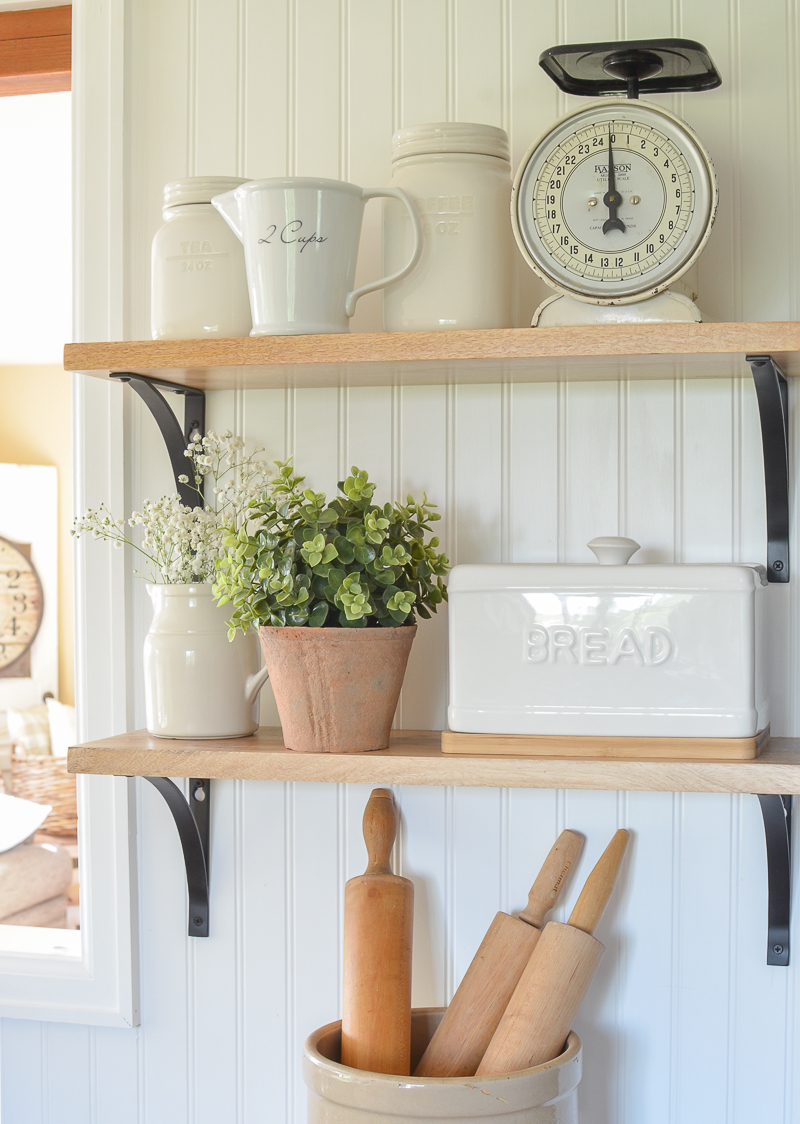 Holiday gift ideas for the decor lover. Farmhouse style kitchen decor!