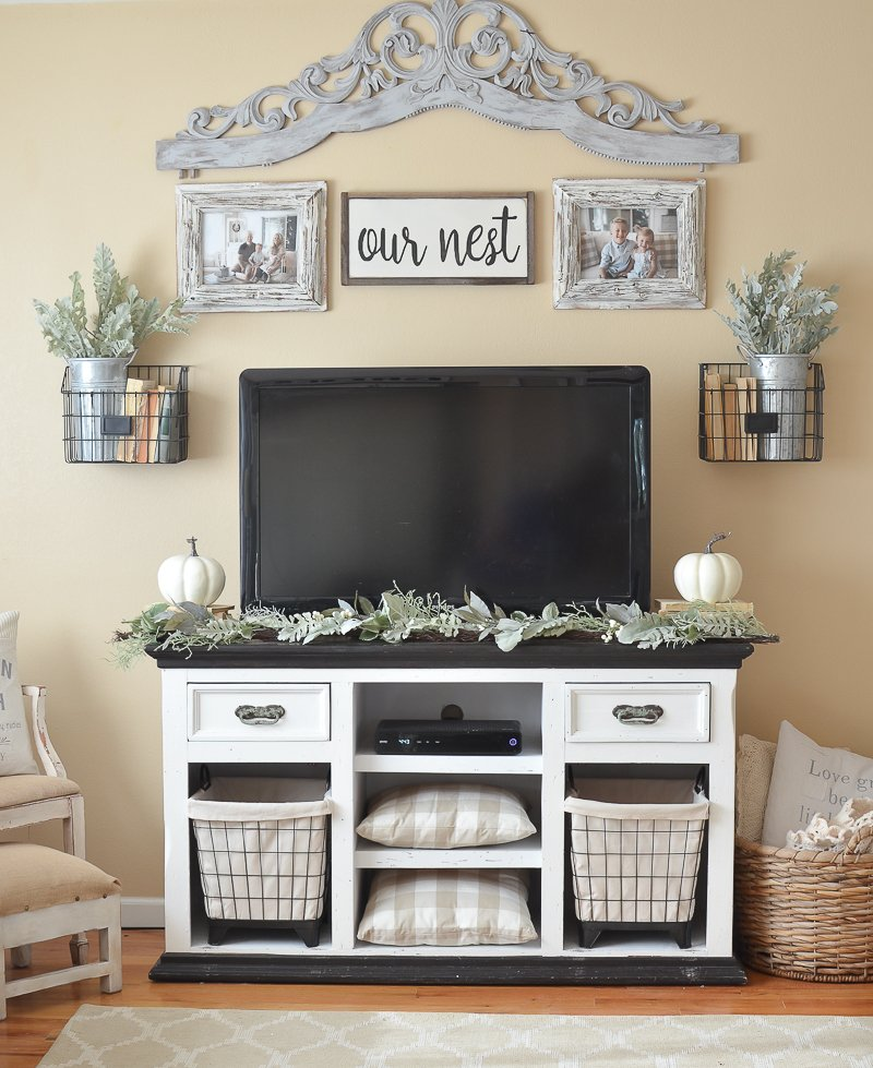 Farmhouse style fall decor in the living room.