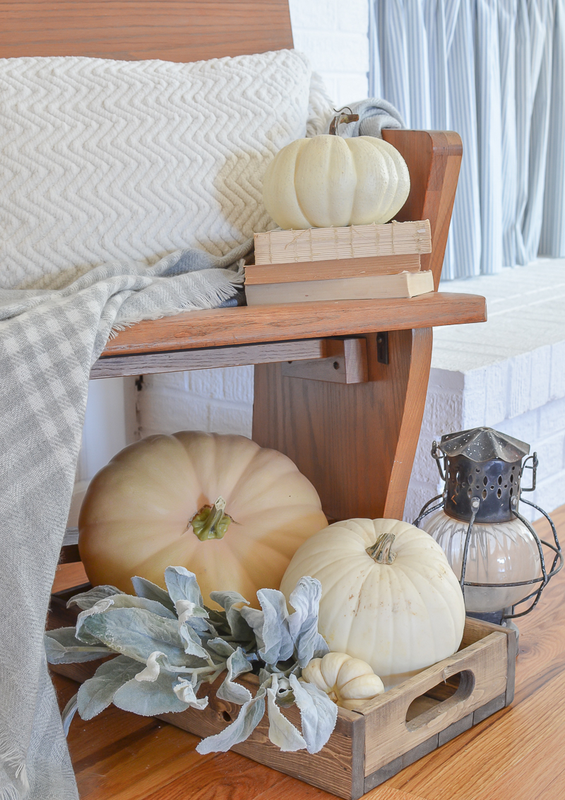 Simple Farmhouse Style Fall Entryway