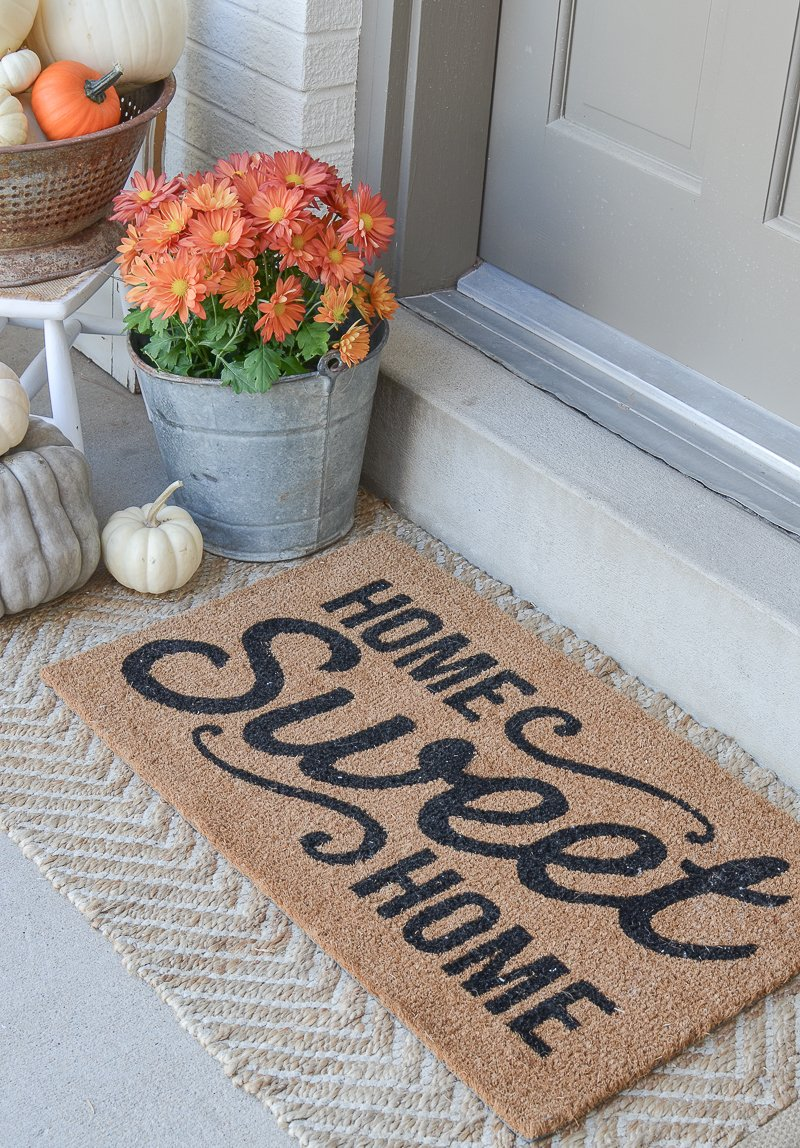 Simpe and easy rustic fall porch