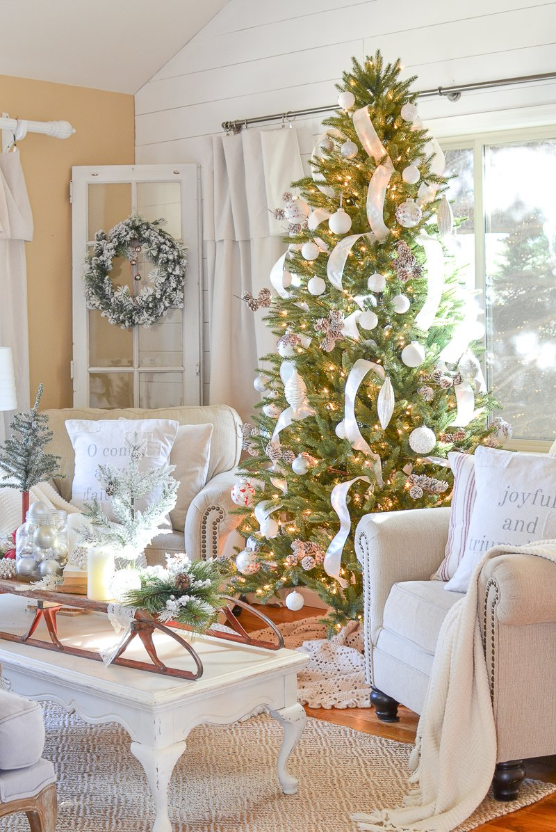 Cozy Farmhouse Christmas Decor in the Front Room