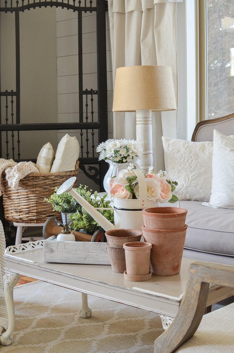 Farmhouse Style Living Room Decor. Perfect idea for spring decor!