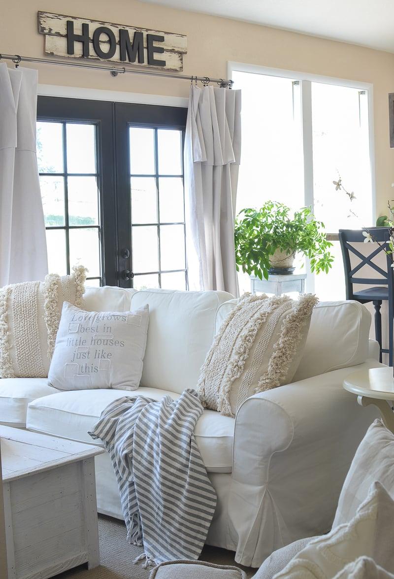 Cozy Farmhouse Style Basement Tour. Farmhouse living room decor ideas! #farmhouse #livingroom #farmhousestyle