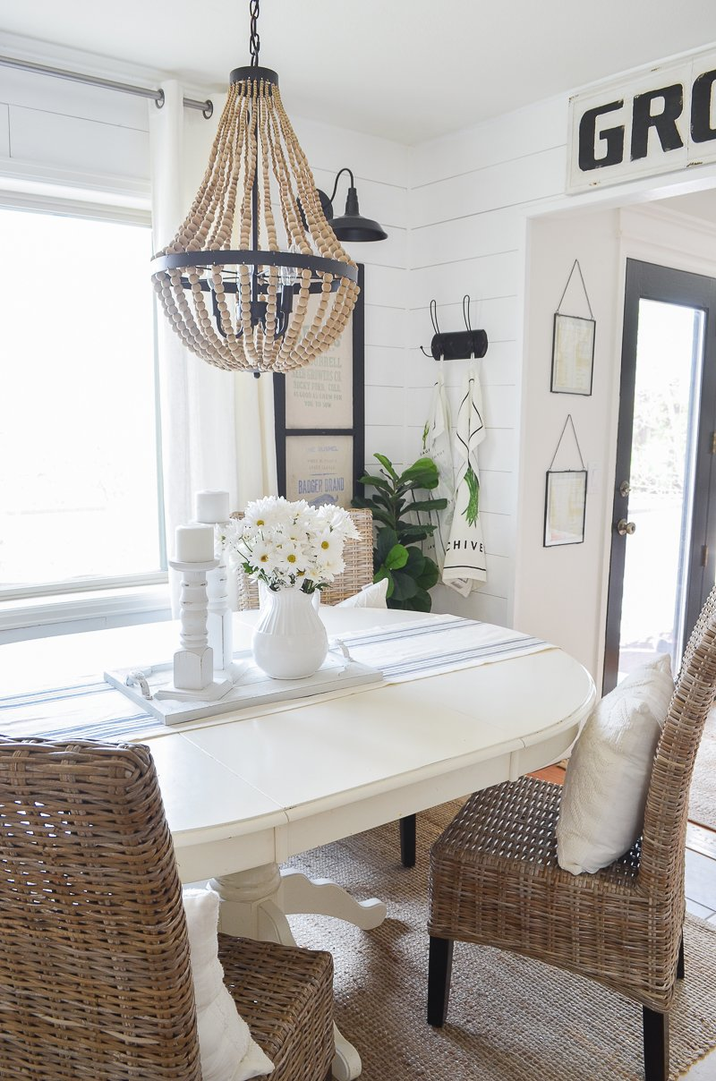 Farmhouse style breakfast nook. Cozy and neutral dining room inspiration!