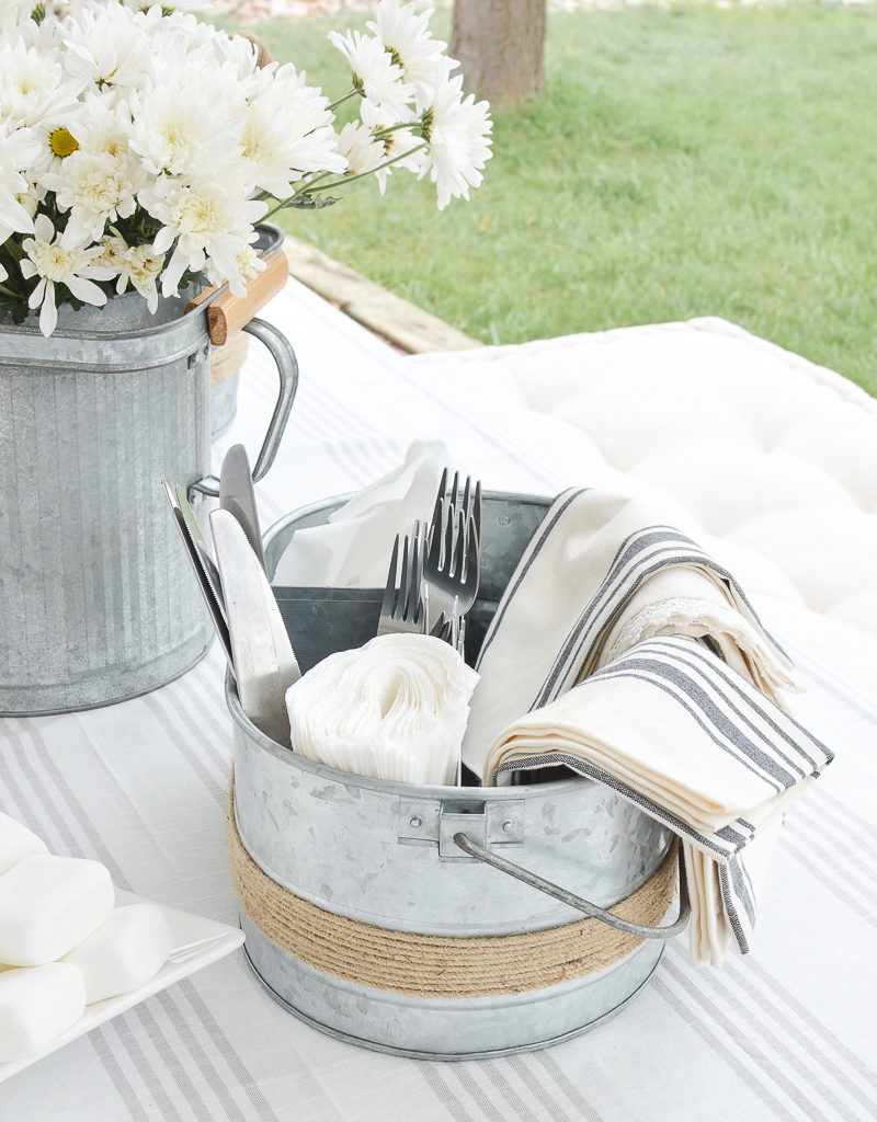 Must-Haves Items for Easy Summer Outdoor Entertaining