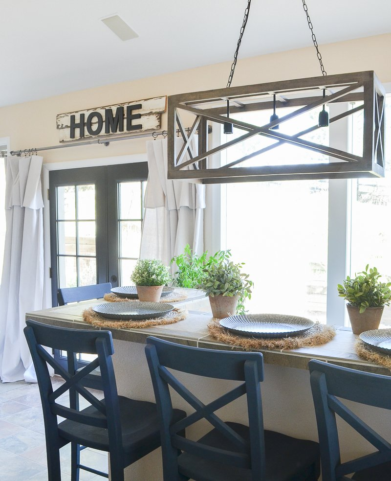 Farmhouse style bar decor. Great ideas for a farmhouse inspired bar area.