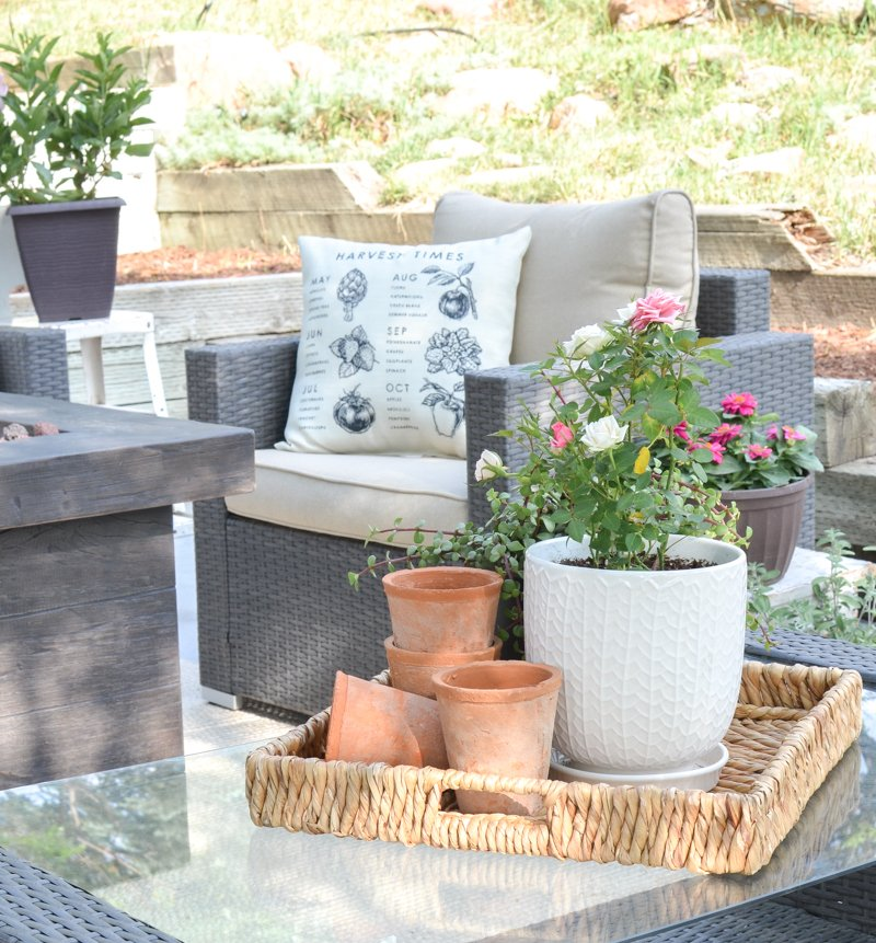 Farmhouse Style Summer Patio Decor