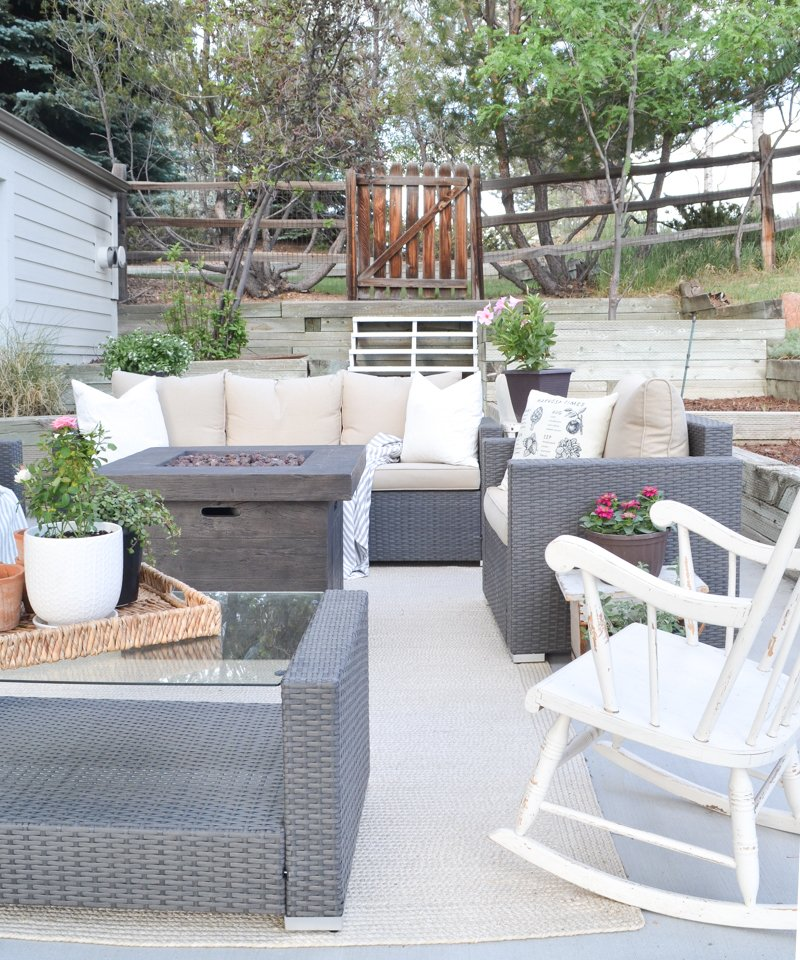 Cozy Farmhouse Style Summer Patio Transformation