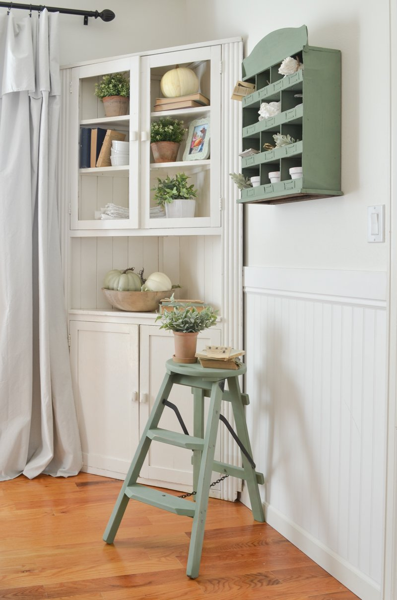 DIY Chalk Paint Review. #chalkpaint #farmhouse #paintedfurniture #diy