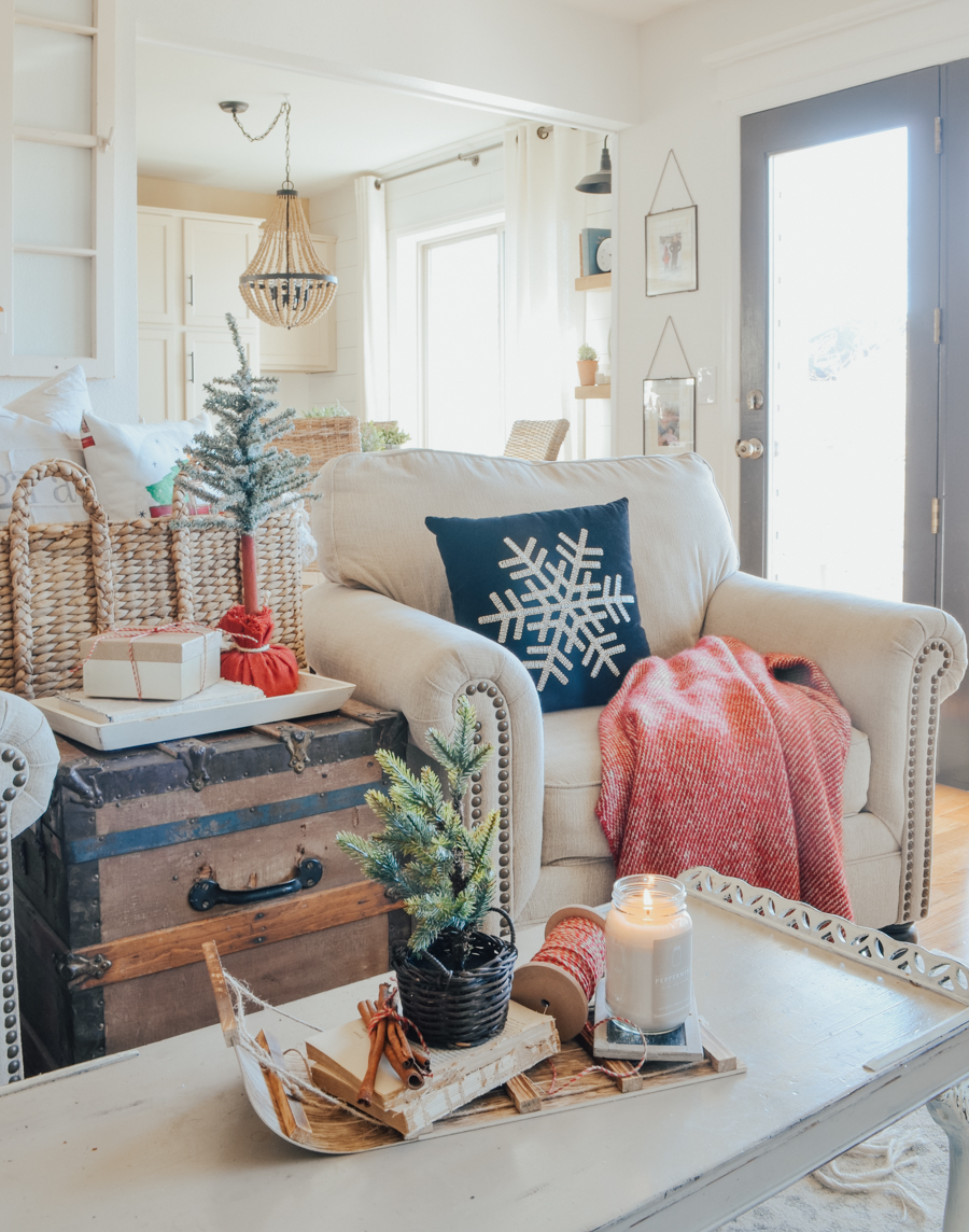 Cozy Christmas decor in the living room.
