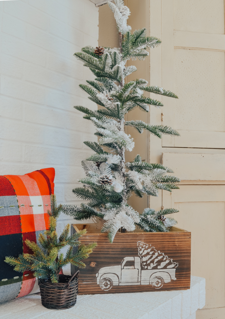 Easy DIY Christmas Truck Crate. Simple and easy DIY Christmas decoration.