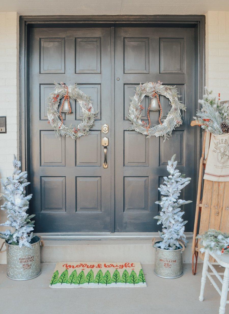 DIY Christmas Wreath in 3 Easy Steps. Easy holiday wreath idea!