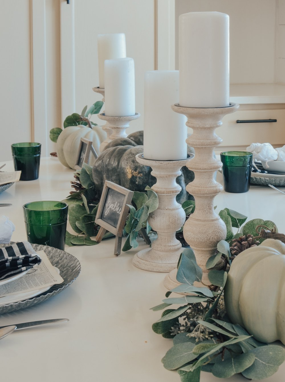 A Simple Thanksgiving Table and Family Traditions to do on Thanksgiving