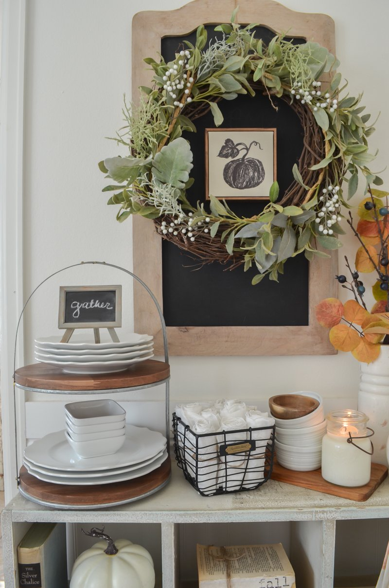 Farmhouse style Thanksgiving buffet table. An easy and simple Thanksgiving decor idea!!