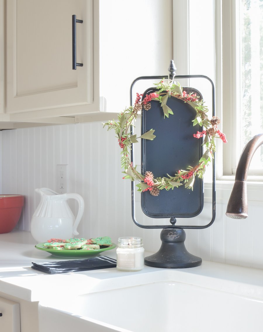 Christmas in the Kitchen. Simple Christmas kitchen decor and hot chocolate bar.