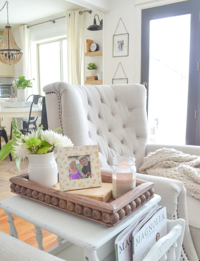 10 ways to style a wooden tray. Simple ideas for any room in your home!
