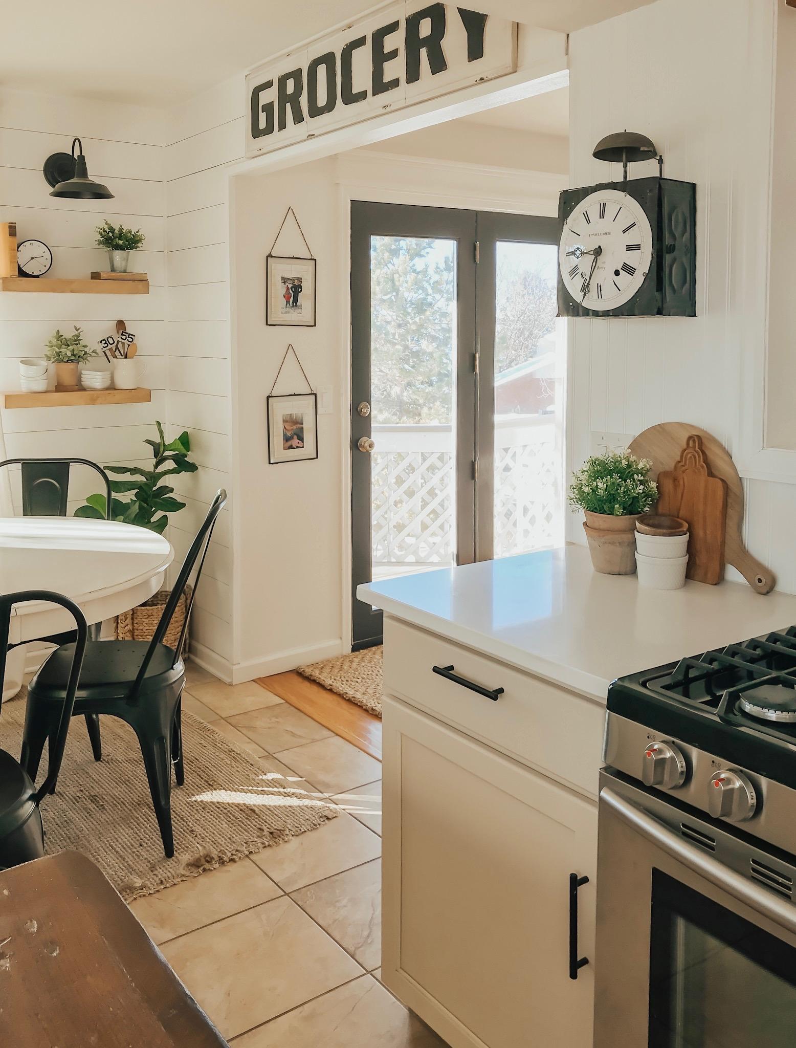 Farmhouse style kitchen decor