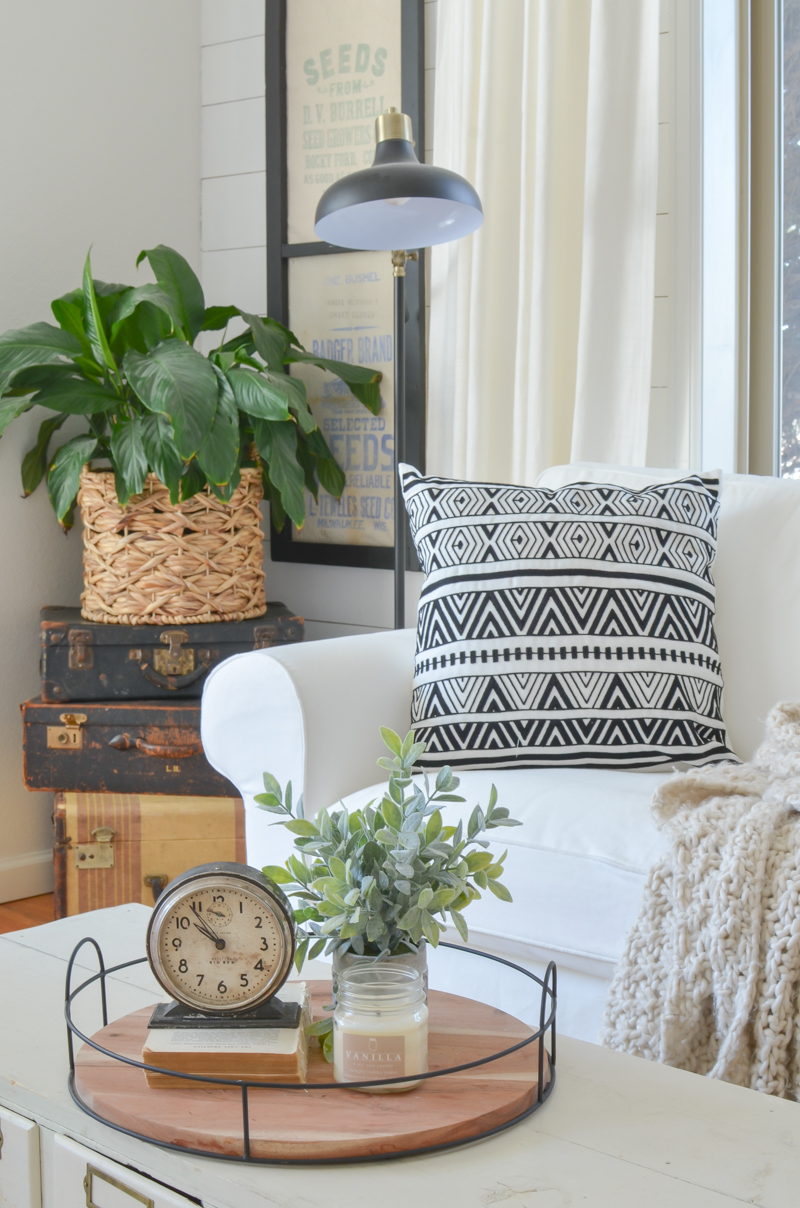 Easy Front Room Updates. Cozy farmhouse style living room.