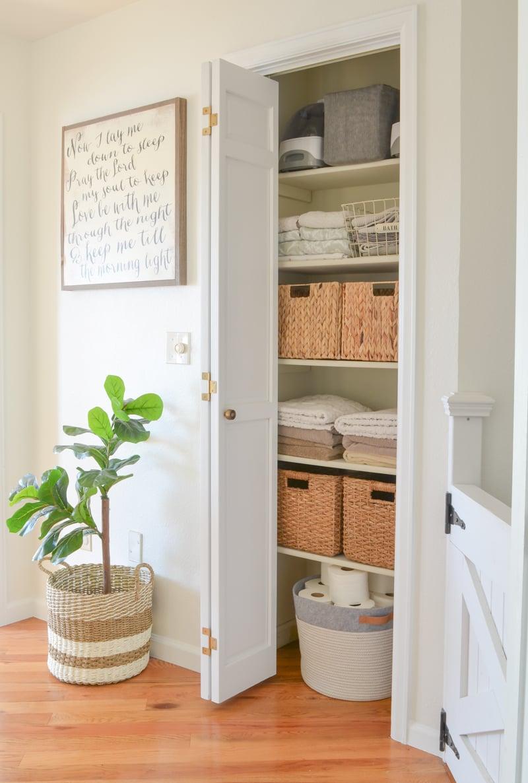Small linen closet makeover. Organized linen closet.