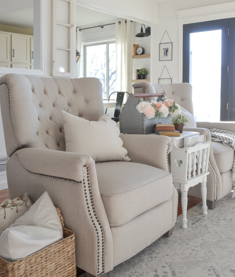 Review of Our Walmart Recliners. Living room decor inspiration with affordable armchairs.