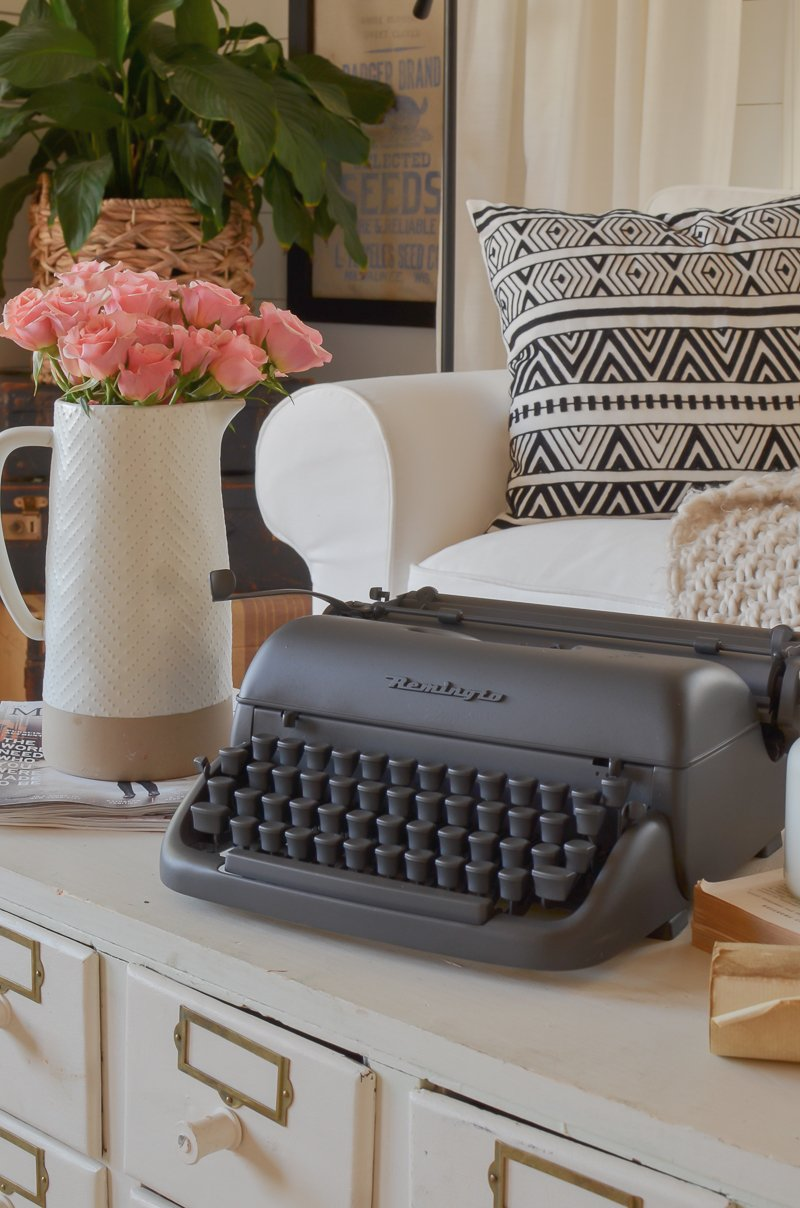 Chalk painted typewriter makeover. Cheap farmhouse style decor.