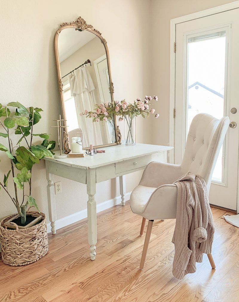 A Pretty Vanity Desk In The Bedroom Sarah Joy
