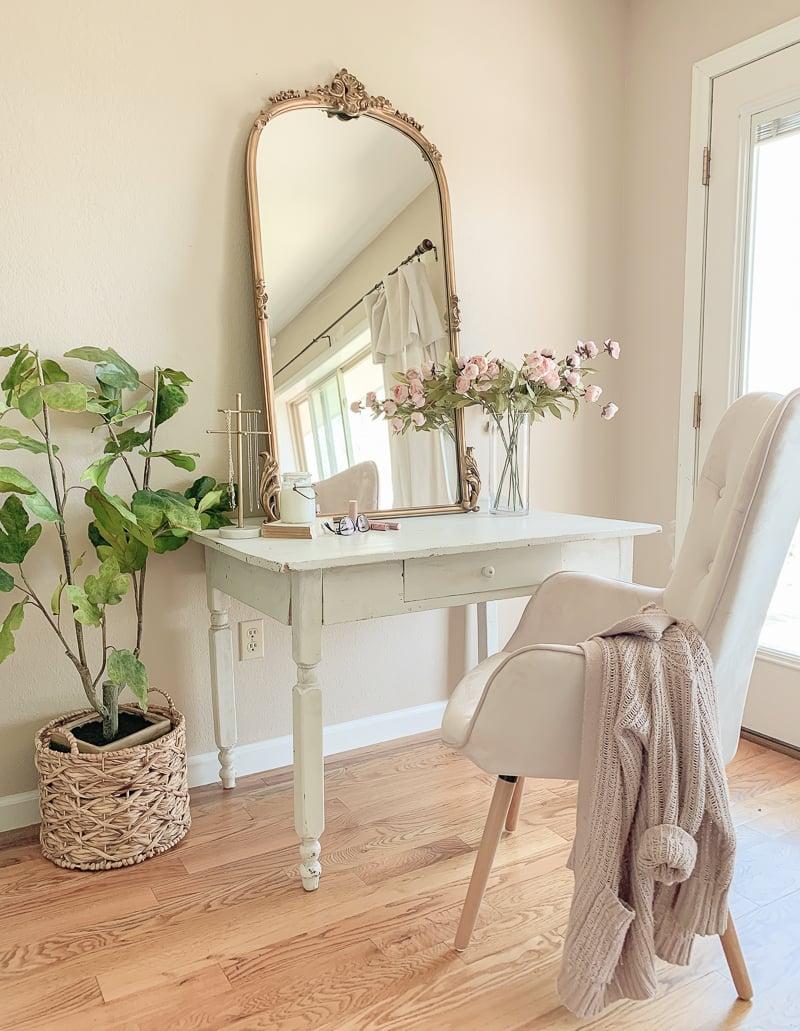 A Pretty Vanity Desk In The Bedroom Sarah Joy