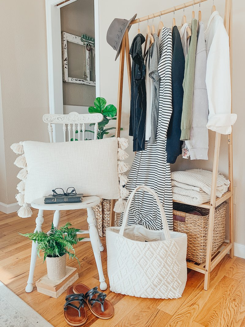 http://sarahjoyblog.com/ &quot;class =&quot; wp-image-15155 &quot;srcset =&quot; https://sarahjoyblog.com/wp-content/uploads/2019/04/Cloth-and-Cabin_-11.jpg 800w, https://sarahjoyblog.com/wp-content/uploads/2019/04/Cloth-and-Cabin_-11-225x300.jpg 225w, https://sarahjoyblog.com/wp-content/uploads/2019/04/Cloth -and-Cabin_-11-768x1024.jpg 768w &quot;tailles =&quot; (largeur maximale: 800 px) 100vw, 800 px &quot;data-jpibfi-post-excerpt =&quot; http://sarahjoyblog.com/ &quot;data-jpibfi-post- url = &quot;https://sarahjoyblog.com/exciting-news-2/&quot; data-jpibfi-post-title = &quot;Nouvelles passionnantes!&quot; data-jpibfi-src = &quot;https://sarahjoyblog.com/wp-content/&quot; téléchargements / 2019/04 / Cloth-and-Cabin_-11.jpg &quot;/&gt;</figure> <p style=