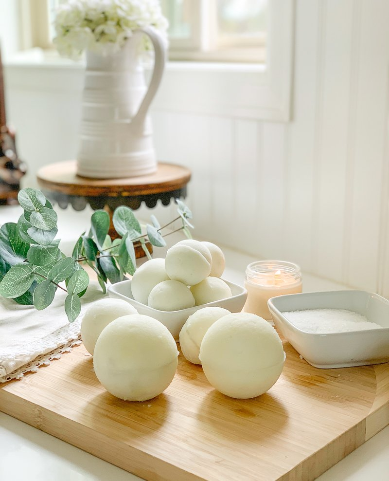 DIY Peace + Calming Bath Bombs. Easy and fast DIY bath bombs that actually get fizzy!