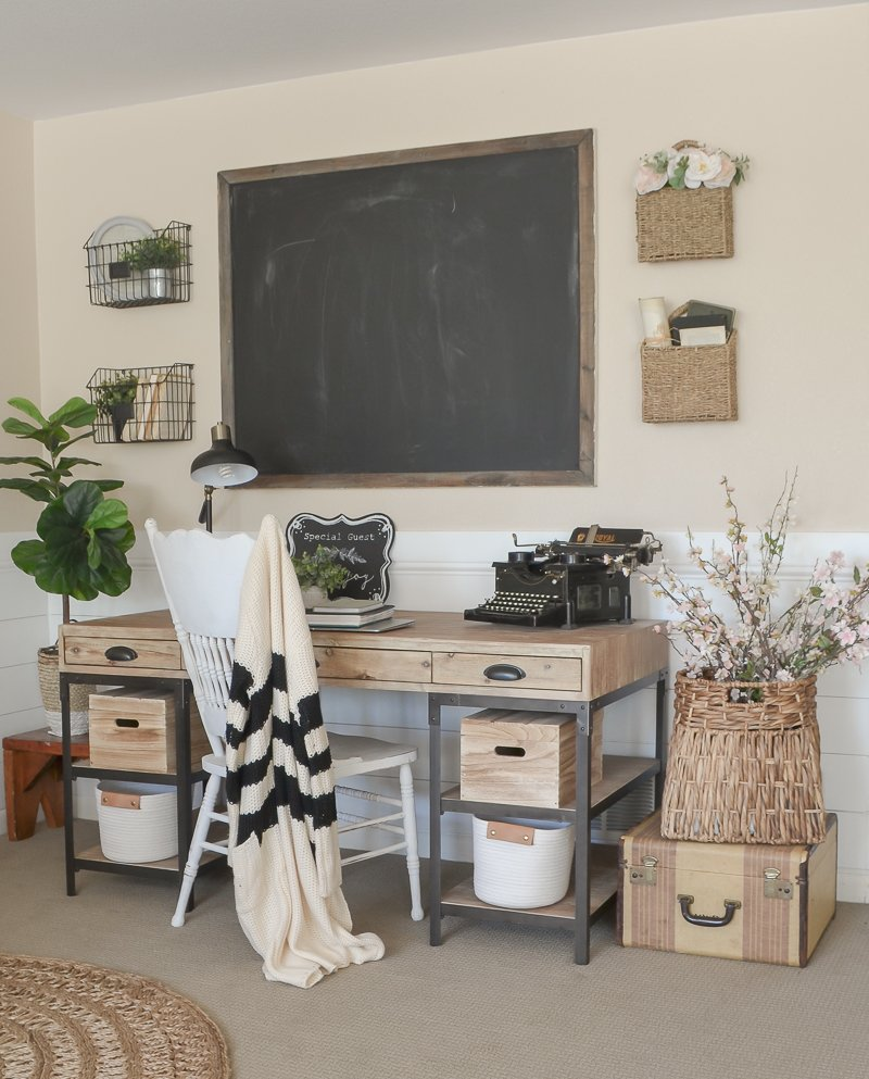 Farmhouse Style Home Office. Home office decor ideas.